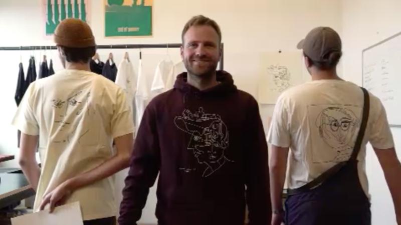 Brüder verkaufen T-Shirt-Kunst (Foto: SAT.1 NRW)