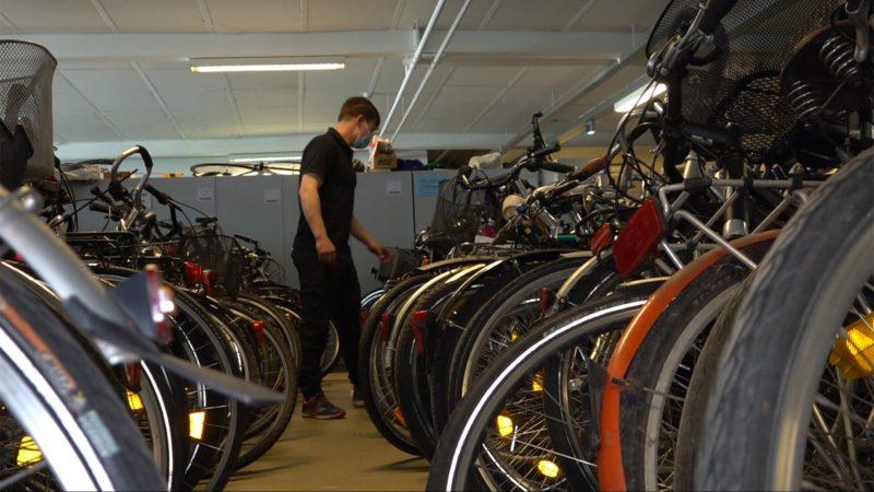 Verein verschenkt Räder an Bedürftige (Foto: SAT.1 NRW)