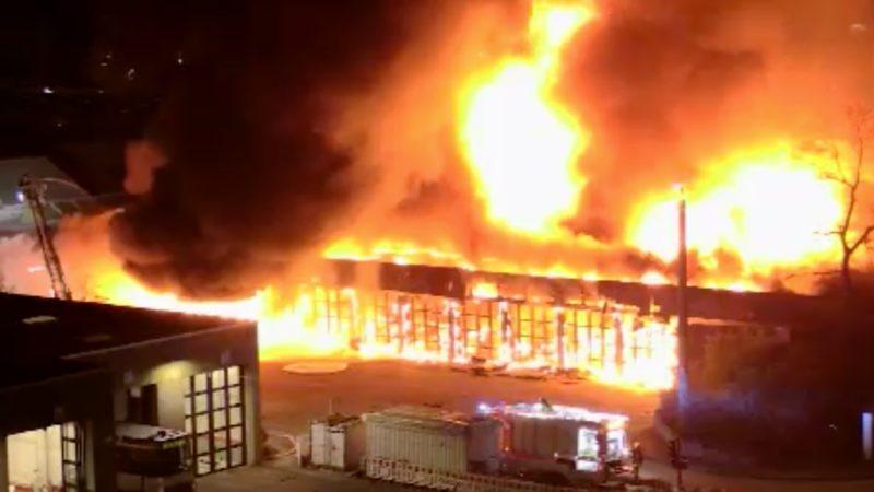 Großes Feuer in Düsseldorf (Foto: SAT.1 NRW)