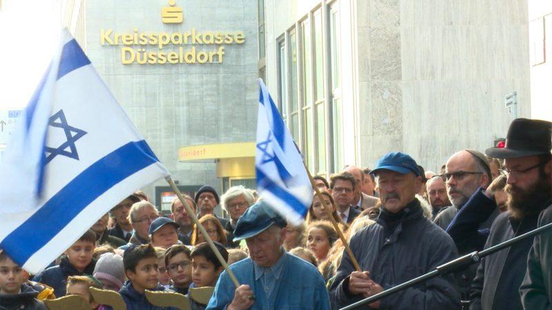 Stadt hängt Israel-Flagge ab (Foto: SAT.1 NRW)