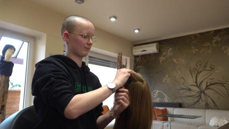 11-Jährige spendet ihre Haare (Foto: SAT.1 NRW)