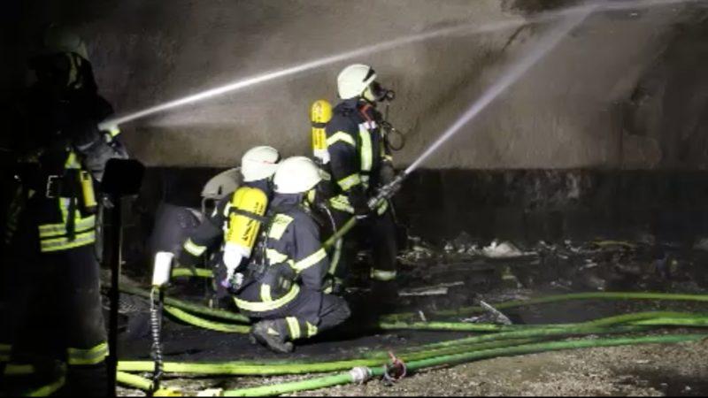 Karnevalswagen niedergebrannt (Foto: SAT.1 NRW)
