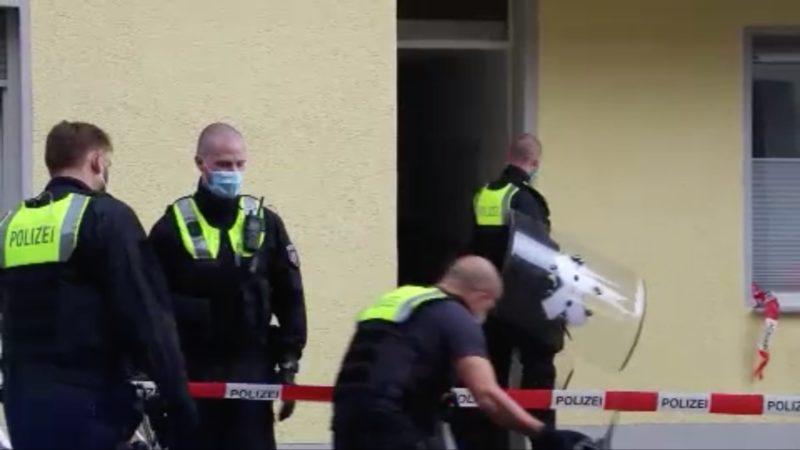 Mann attackiert Frau mit Messer (Foto: SAT.1 NRW)