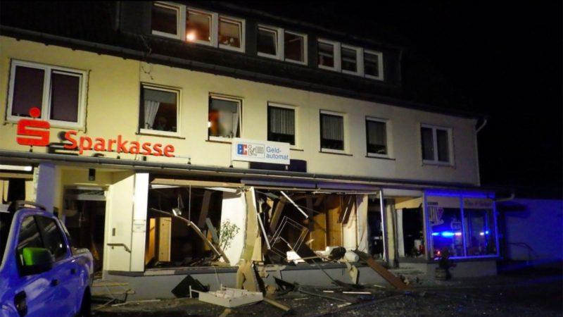 Einsturzgefährdetes Wohnhaus nach Geldautomaten-Sprengung (Foto: SAT.1 NRW)