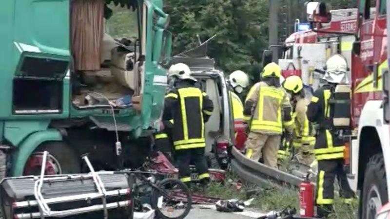 Unfall auf der A2: LKW rast durch Leitplanke (Foto: SAT.1 NRW)