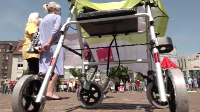 Pflege-Protest mit Rollatoren (Foto: SAT.1 NRW)