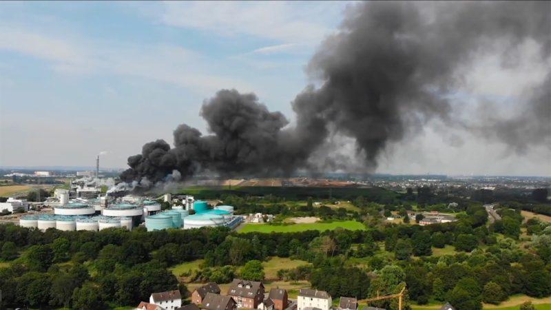 Chemiepark-Mitarbeiter gedenken Opfern (Foto: SAT.1 NRW)