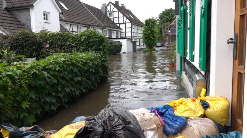 Hätte die Flut verhindert werden können ? (Foto: SAT.1 NRW)