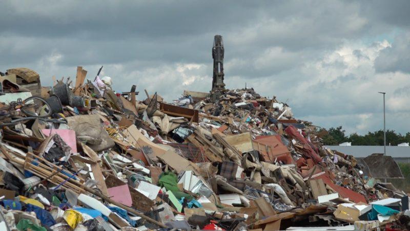 Wohin mit den Müllmassen nach der Katastrophe? (Foto: SAT.1 NRW)