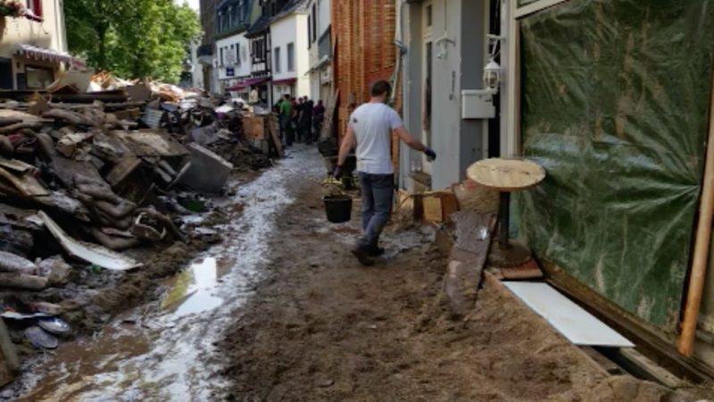 Hilfspaket für den Wiederaufbau (Foto: SAT.1 NRW)