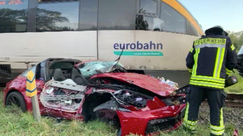 Porschefahrer verursacht Zug-Crash (Foto: SAT.1 NRW)