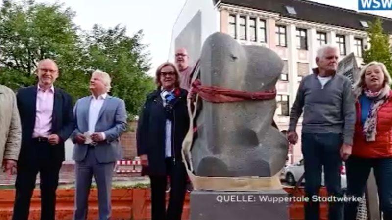 """Gedenkstein """"Tuffi"""" durch Flut versenkt (Foto: SAT.1 NRW)"""