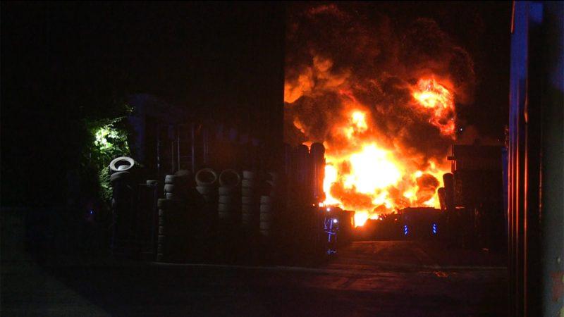 Gefährlicher Großbrand in Bochum (Foto: SAT.1 NRW)