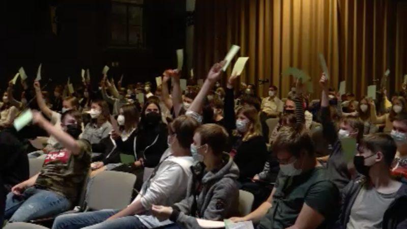 Jugend trifft auf Politik (Foto: SAT.1 NRW)