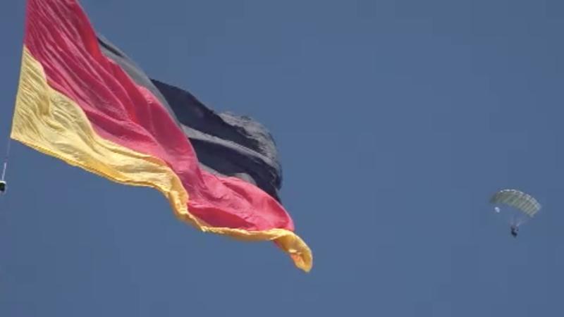 Fallschirmspringer jagen Weltrekord (Foto: SAT.1 NRW)