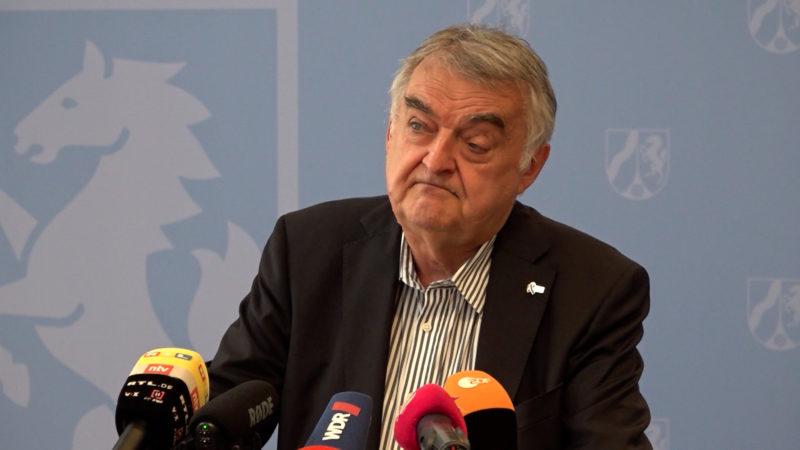 Angriff auf Innenminister (Foto: SAT.1 NRW)