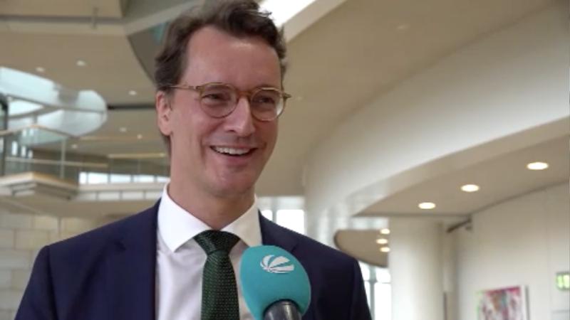 Hendrik Wüst im Interview (Foto: SAT.1 NRW)